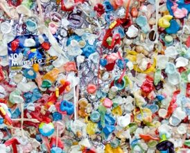 Could smartphones stop using plastic?
